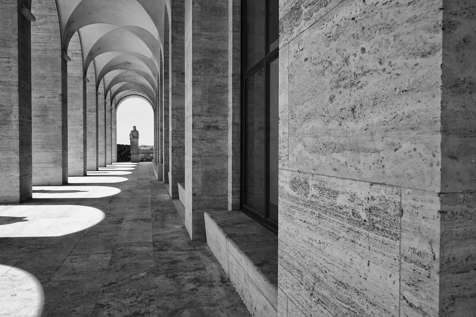 Palazzo della civilta 39 italiana all 39 eur di roma lorenzo for Palazzo della civilta italiana fendi